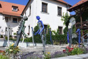 Nádvoří muzea se sochami Olbrama Zoubka
