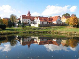 Pohled na budovu muzea z jílovského parku